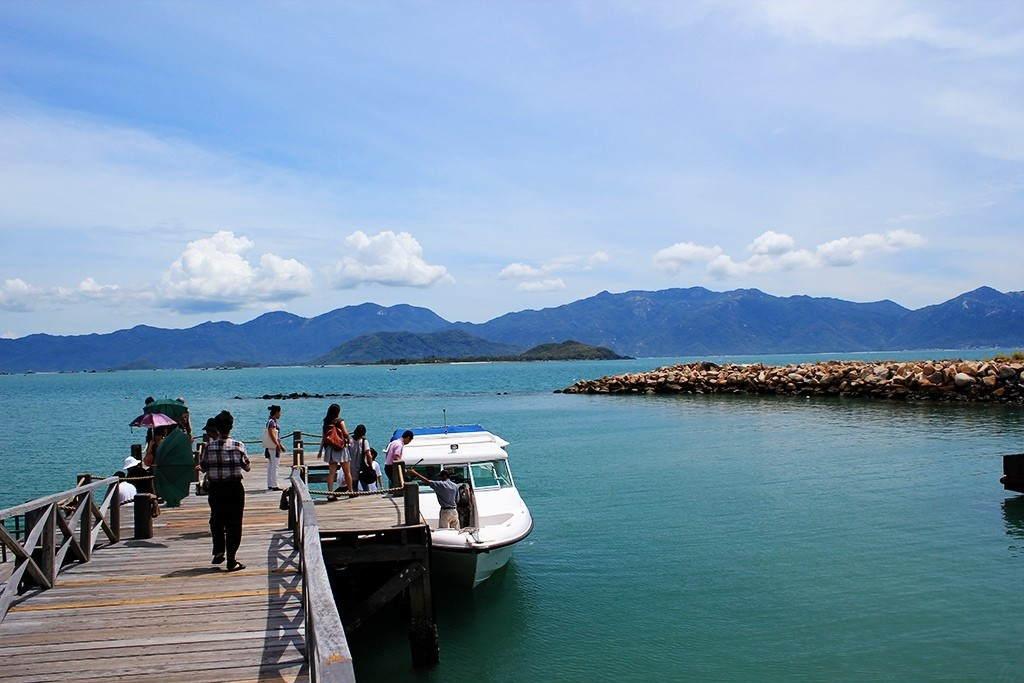 Tàu cao tốc đi Vịnh Ninh Vân